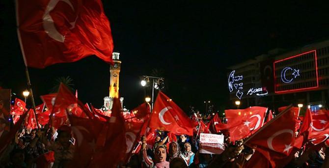 Meydanlarda 'demokrasi nöbeti' sürdü