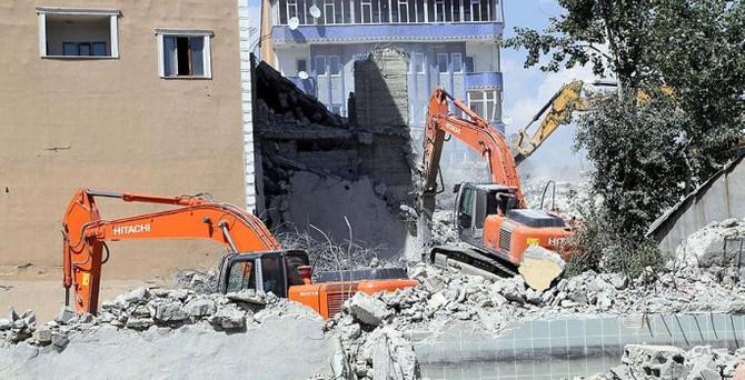 Yüksekova'da 2 bin kişiye iş imkanı