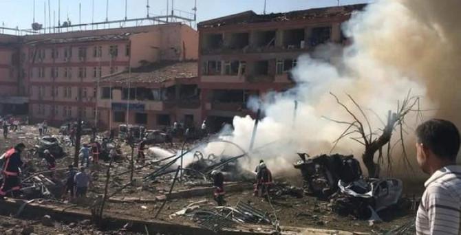 Elazığ Emniyet Müdürlüğü önünde patlama