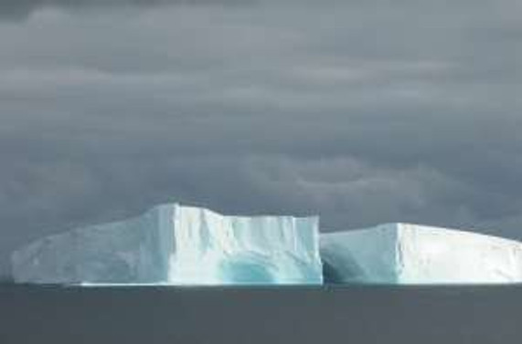 Petermann buzulundan dev bir parça koptu