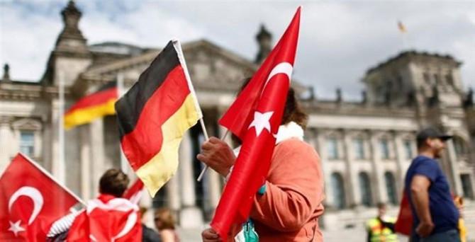Almanya'da çifte vatandaşlık tartışması büyüyor