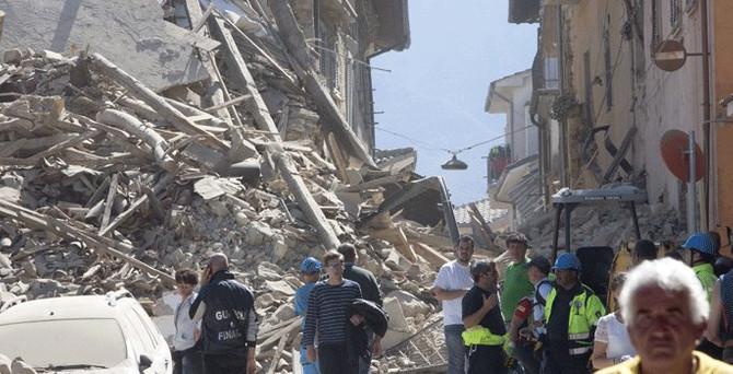 İtalya'da deprem: 247 ölü