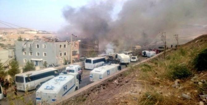 Cizre'de polise bombalı saldırı