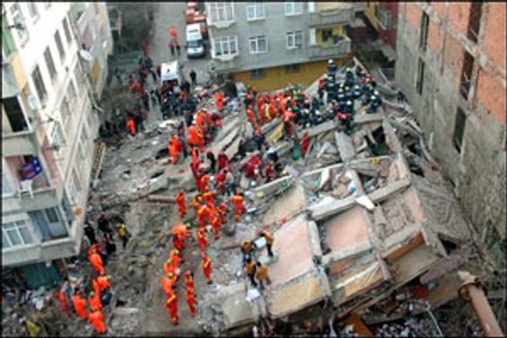Öğrenci yurdu çöktü: 17 ölü 27 yaralı