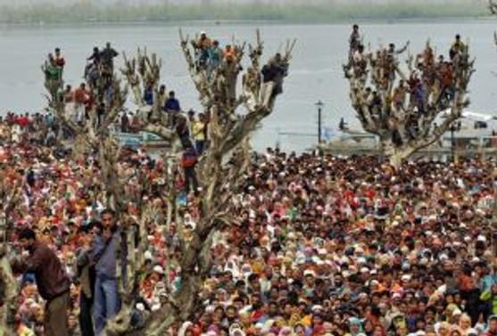 Hindistan'daki izdihamda ölenlerin sayısı 145'e çıktı