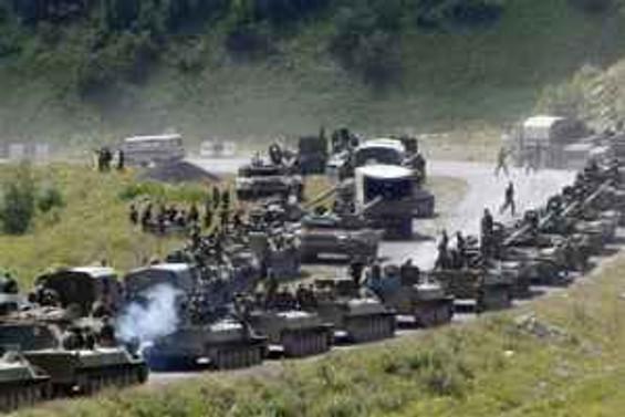 Rus birlikleri Gori'de bekliyor