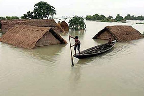 Asya'da sel felaketi 140 can aldı