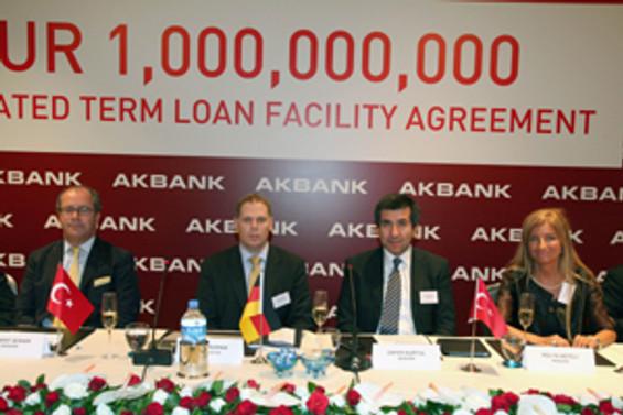 Akbank, 1 milyar euroluk sendikasyona imzayı attı