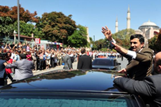 Ahmedinejad'a yoğun ilgi