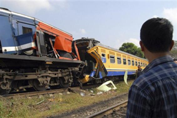 Endonezya'da tren kazası: 8 ölü, 60 yaralı