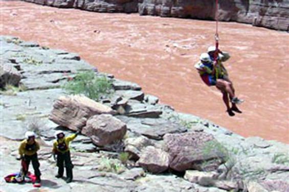 Büyük Kanyon'da toprak baraj çöktü