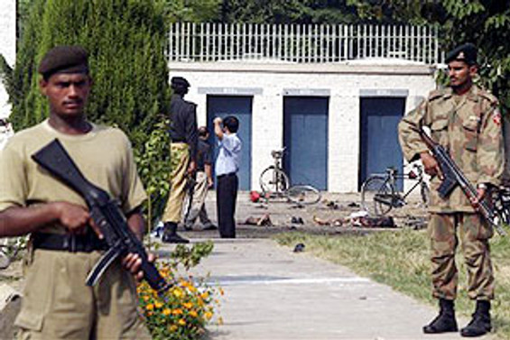 Pakistan'a saldırı: 12 Afgan öldü