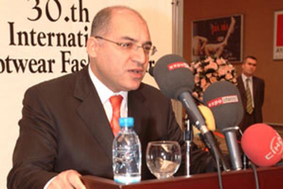 """""""Uluslar arası sıcak ilişkiler 2009'u rahatlatır"""""""
