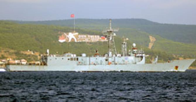 ABD ve Polonya gemileri Çanakkale Boğazı'ndan geçti