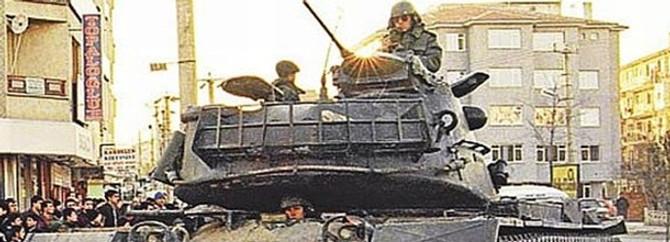 Tankları yürüten komutan adliyede