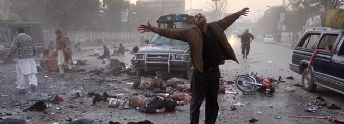 Pakistan'da bombalı saldırı: 17 ölü