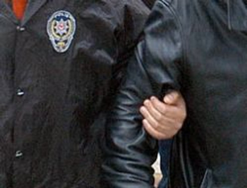 Polis katiline linç girişimi