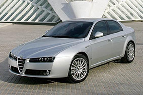 Alfa Romeo'dan iki ayrı kampanya