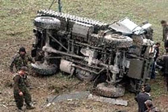 Asker araç şarampole yuvarlandı