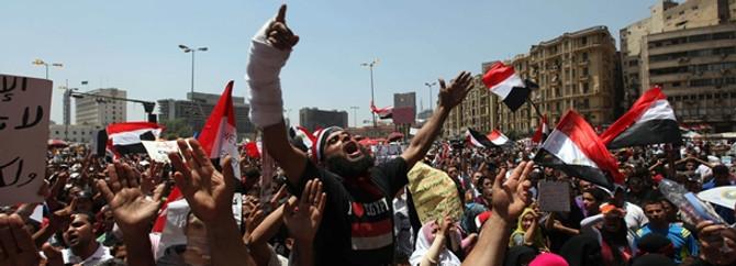 Mısır'da meydanlar ısınıyor
