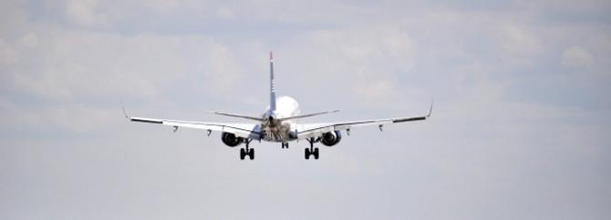 Pistten çıkan uçak alev aldı