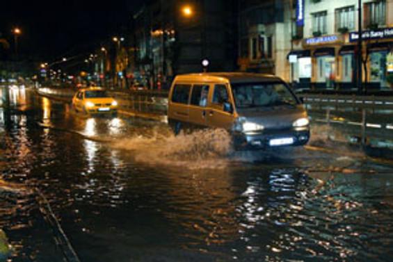 Alanya'ya 10 dakikada 32 kilogram yağış düştü