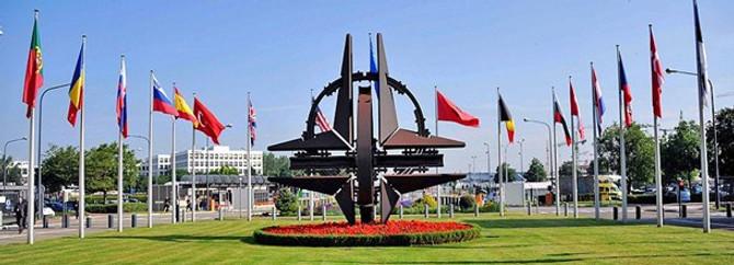 Pakistan'da 5 NATO personeli öldürüldü