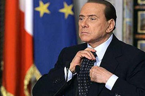 Berlusconi resti çekti