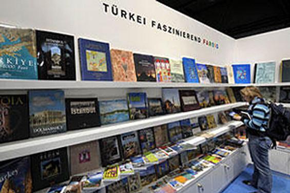 TOBB ETÜ'deki mezatta 500 kitap satıldı