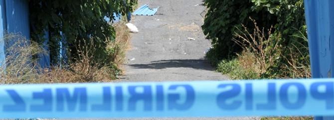 2 kızının boğazını kesti sonra intihar etti