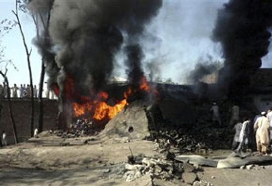 Pakistan güne saldırıyla başladı