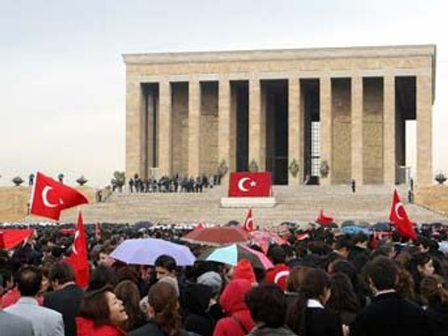 CHP, 86. kuruluş yıl dönümünde Anıtkabir'i ziyaret etti