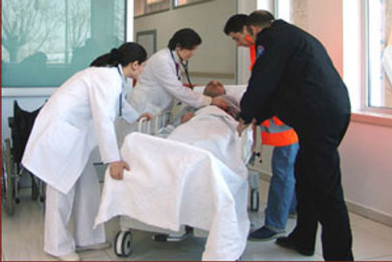Tüm hastaneler acil vakaya 'şartsız' bakacak