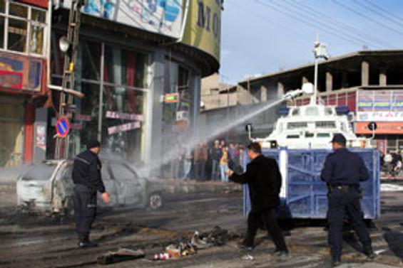 Van'da gösteriler devam ediyor