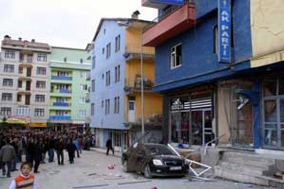 Hakkari'de AKP binasında patlama
