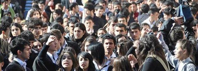 Lise son sınıflara 45 gün devamsızlık hakkı verildi
