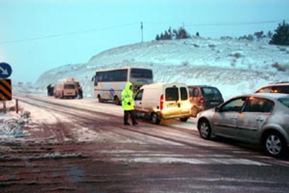 Kardan 3 saat yol kapandı
