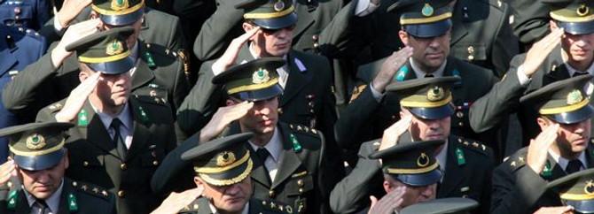 Komutanlıklarda devir teslim yapıldı