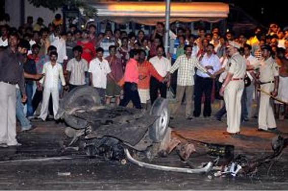 Terör, Hindistan'ı kana buladı: 101 ölü, 287 yaralı var
