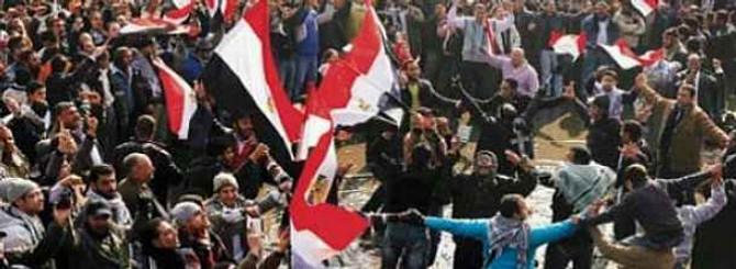 Mısır'da referandum gerilimi