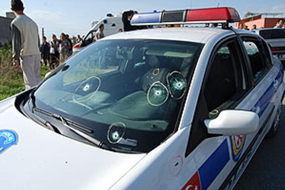 Polis otomobili geçişi sırasında patlama