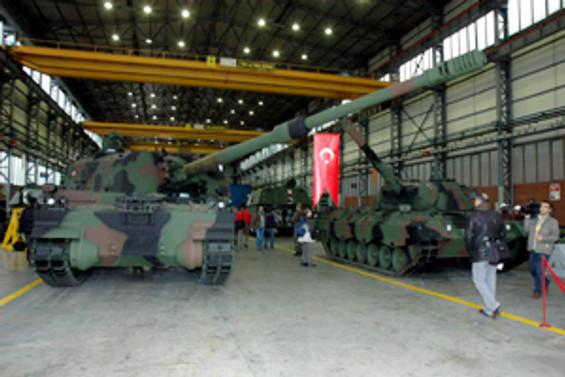 'Fırtına' obüsü tesisleri basına açıldı