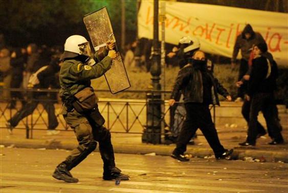 Atina'da Kültür Bakanlığı'na saldırı
