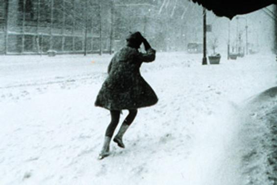 Fransa'da kar yaşamı olumsuz etkiliyor