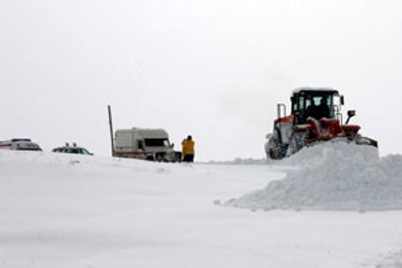 Doğu'da kar, hayatı olumsuz etkiliyor; 713 köy yolu kapalı