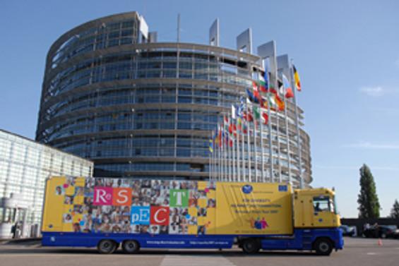 Avrupa Parlamentosu'nun tavanı çöktü