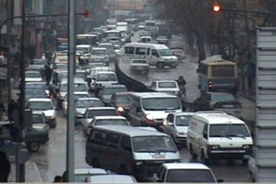 Yüz binden fazla araç trafiğe kaydoldu