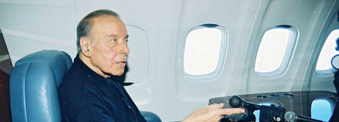 Haydar Aliyev, ölümünün 9'uncu yılında anıldı