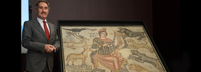 Culture Minister introduces recovered ceramic mosaic