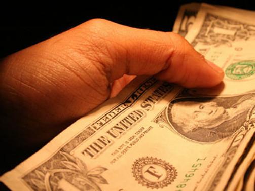 Dolar mevduatın cazibesi arttı, kur 1,84'ü aştı